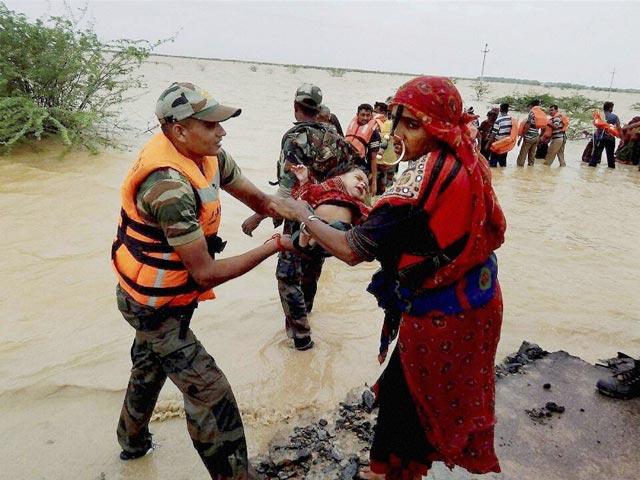 https://www.hindustantimes.com/Images/popup/2015/8/flood-7.jpg