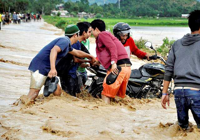 http://www.hindustantimes.com/Images/popup/2015/8/floodphoto1.jpg