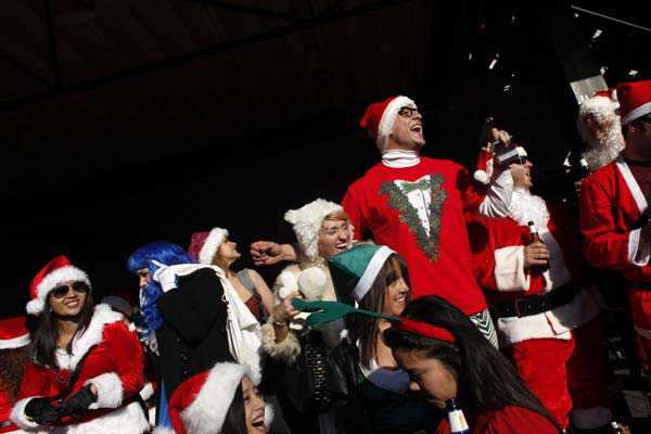 Revelers dressed as Santa Claus drink outside at a bar during the annual SantaCon event December 10, 2011 in New York City.  Photo: AFP Santa Claus around the world
